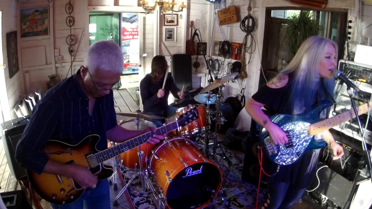 rebecca-johnson-band-dont-change-horses-live-the-co-op-club-30-7-17-rebecca-johnson-band