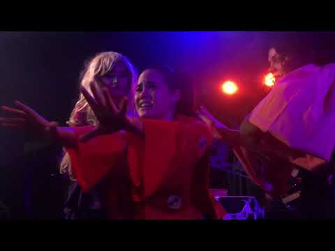 Hocus Pocus Unauthorized Cast - Total Eclipse of the Heart/Holding Out for a Hero (10/15)