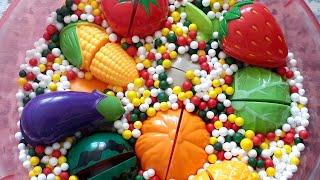 우디와 과일 채소 장난…