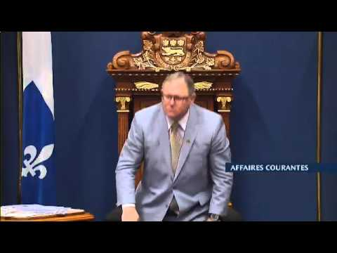 Port du niqab : Philippe Couillard refuse de se tenir debout devant Ottawa