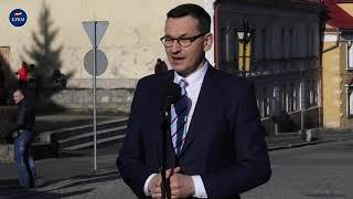 Mateusz Morawiecki podczas wypowiedzi dla mediów w Złotym Stoku