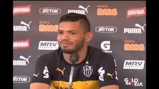 Gambar cover Jovem Carlos ganha chance no time titular do Atlético-MG