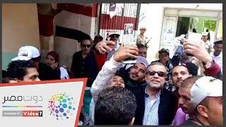 شريف منير يدلى بصوته فى استفتاء التعديلات الدستوريه