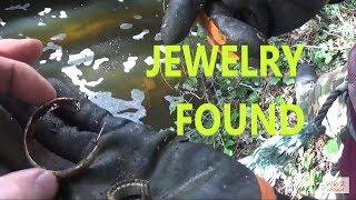 Magnet fishing the abandoned lock