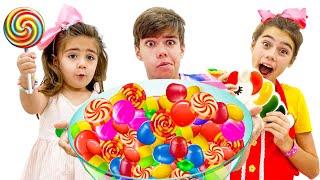 나스탸와 미아는 엄마 놀이를 하며 아르템을 위해 팬케이크를 요리해요Nastya turns unhealthy food into jelly