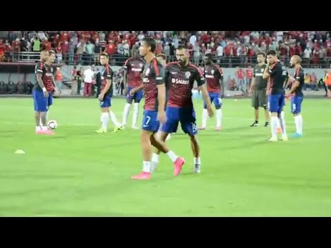 Cristiano ronaldo se enoja cuando unos aficionados le gritan: messi messi