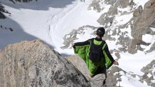 Base Jump / Wingsuit / Mont Blanc Massiv