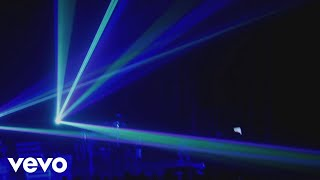 Смотреть клип Adam Lambert - Jamming With Lazers