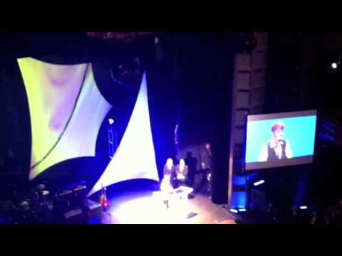 Justin Bieber accepting The Bill Lowery Horizon Award