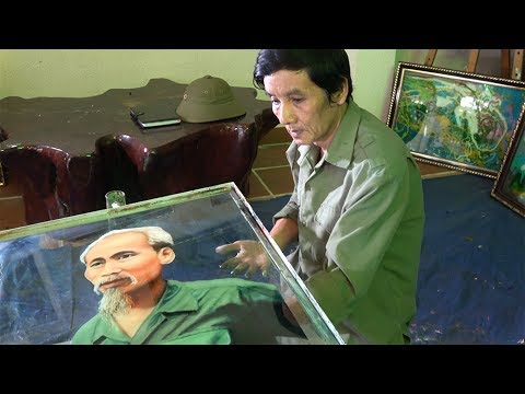 Họa Sĩ Đoàn Việt Tiến – Vẽ Chân Dung Bác Hồ Ngược Kính – Drawing Portraits Backwards On The Glasses
