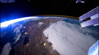 Time-lapse: Flying above the earth at 17,500 mph (ISS)