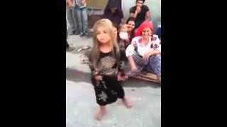 Küçük Roman kızı çok güzel oynuyor