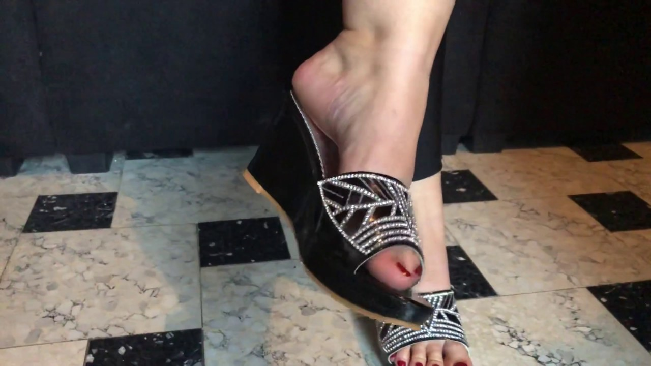 Mature feet in black mule