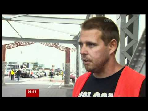 Auckland, New Zealand - Helicopter Crash - BBC News (and OneNews).mpg