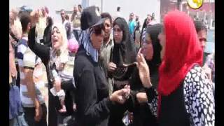 شاهد..تظاهرة أمام معهد ناصر بسبب لبن الأطفال