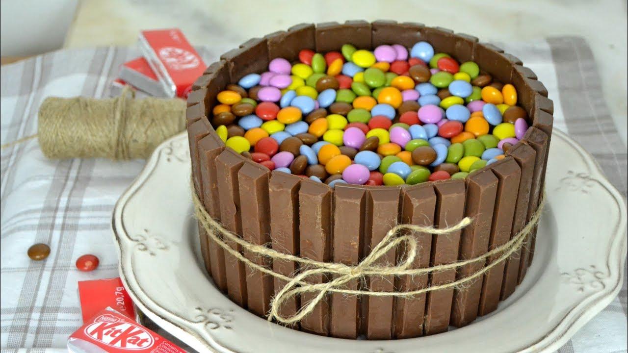 Tarta de chocolate y kit kat deliciosa y muy f cil de for Como decorar una torta facil y rapido