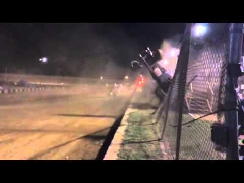 Sprint car races Baton Rouge Raceway, wreck