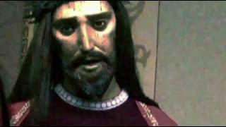 Impressionante statua di Gesù che apre gli occhi e dice qualcosa....