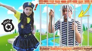ANNY FINGE BRINCAR DE SER POLICIAL 2 - KIDS PRETEND PLAY WITH POLICE COSTUME  ★ VIDEO PARA CRIANÇA
