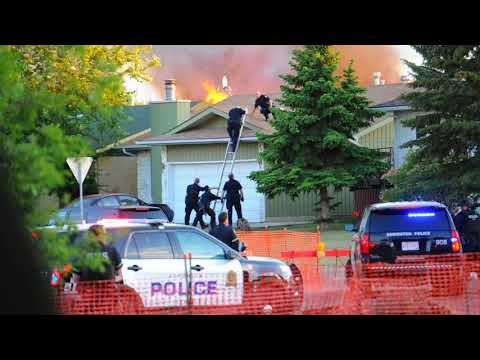 Raw: Police shooting in Edmonton suburb