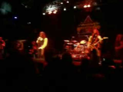 Stryper feat. Tom Scholz & Gary Pihl of Boston - Peace of Mind (Live in Boston)