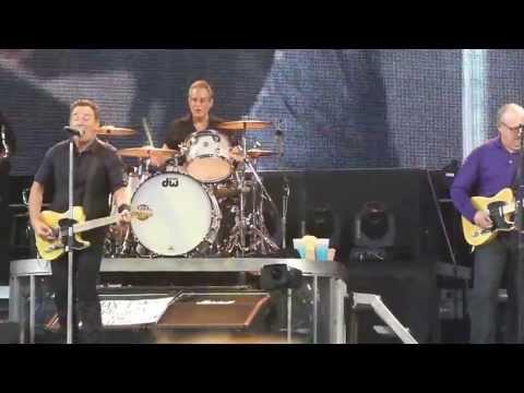 Bruce Springsteen 2013-05-14 Copenhagen - Twist And Shout (Jon Landau intro)