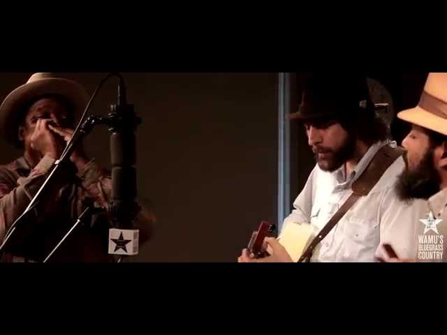 Ben Hunter & Joe Seamons w/ Phil Wiggins - Banks of the River [Live at WAMU's Bluegrass Country]
