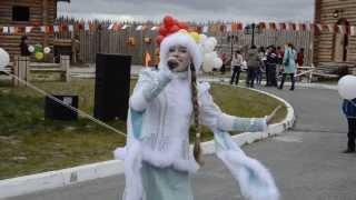 Выступление Костромской Снегурочки и Всемирного Казачьего Деда Мороза   город Салехард