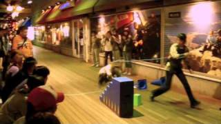 こんなの米国では見たことはない! 猿飛 さすがに日本! 携帯から撮った Monkey Jump in Tokyo Animal abuse!...? Is it? Your comments please. こんなの...