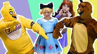 Чика и Фредди няня для Куклы Лол Алиса! Пять ночей с Фредди против Куклы Лол!