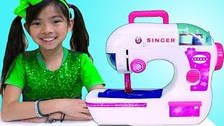Emma Finge Jugar con Boutique de Princesa Pretend Play w/ Toy Sewing Machine