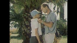 Ну, чё тебе надо, чё ты всё вынюхиваешь? - из фильма Дама с попугаем 1988