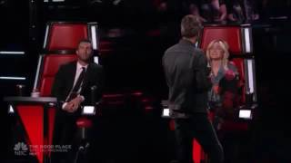 miley cyrus adam levine singing honey bee by blake shelton on the voice