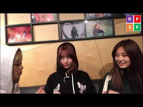 Play Frying Pan Game with Jeongyeon, Momo and Tzuyu  