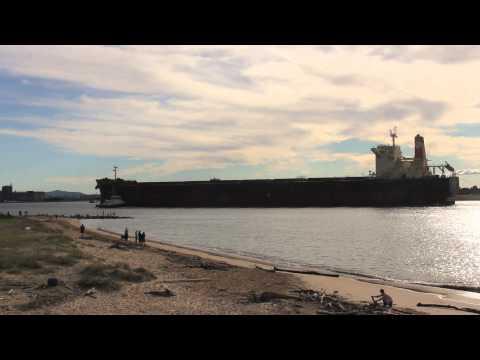Cargo ship enters the port of Newcastle Australia - Hanjin Dangin Panama IMO 9490894 - Shipspotting
