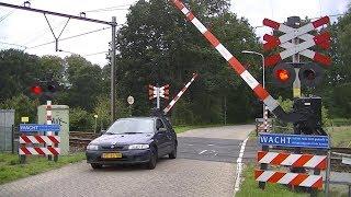 Spoorwegovergang Putten // Dutch railroad crossing