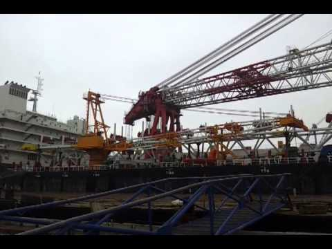 High speed pipelay barge with 3000ton floating crane