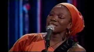 "India Arie: ""Little Things"" Live (2002)"