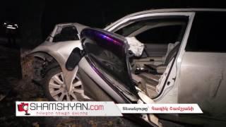 Խոշոր ավտովթար Երևանում՝  Nissan ի վարորդը դուրս է եկել երթևեկելի գոտուց, բախվել 2 հաստաբուն ծառի