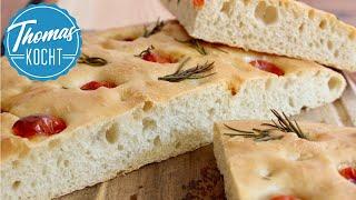 Focaccia selber backen / italienisches Fladenbrot mit Tomate & Rosmarin
