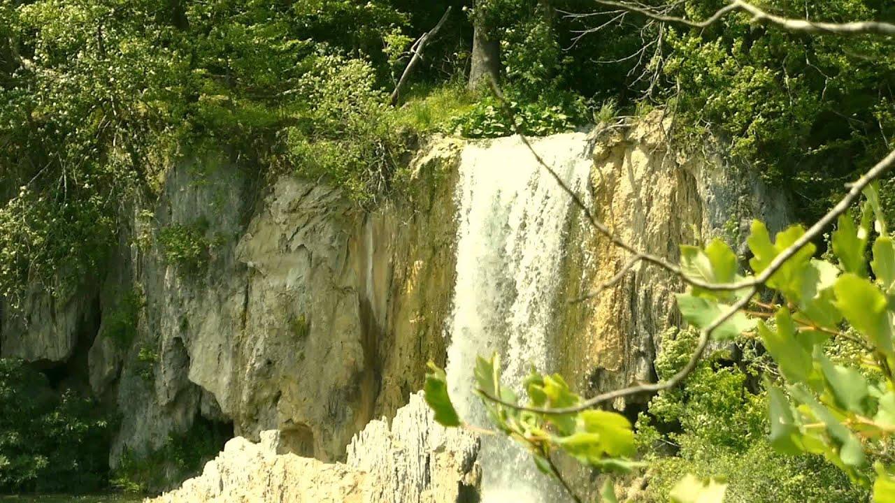 #9742, Movimiento del agua al caer de una cascada [Efecto