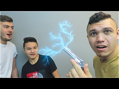 """ELECTRIC SHOCK GUN PRANK"""