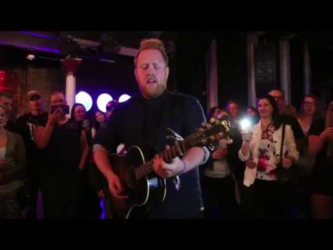 Gavin James in the crowd - Crisco, Dez and Ryan Meet and Greet!