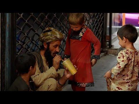 شاهد: المواطنون الأفغان يتعايشون مع الحياة في كابول بعد استيلاء طالبان على السلطة…