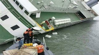 Gambar cover Hundreds Missing After South Korean Ferry Sinks