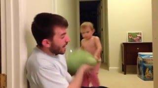 Бить отца подушкой - смелый, но неразумный поступок