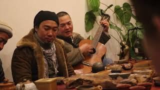 NIỀM TIN CHO CÁT BỤI [Bức Tường] - Nguyễn Tùng Ceramic ôm guitar hát tại Quán chay TRI NGỘ