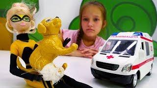 Рена Руж и Квин Би спасли собаку. Видео для детей.