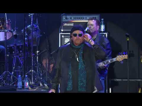 TOTO - Hold The Line Live