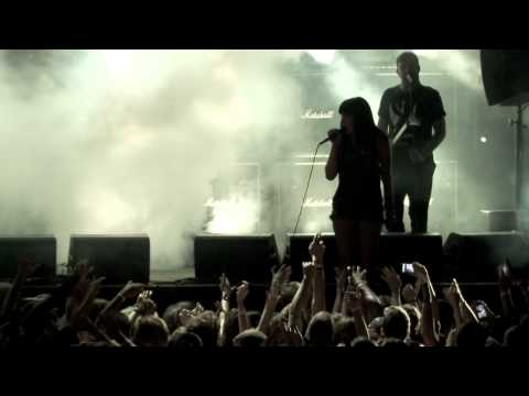 "Sleigh Bells performs ""AB Machines"" at Converse City Carnage NYC"